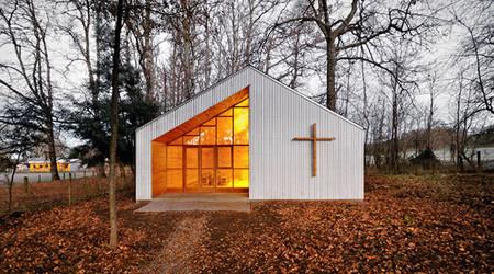 自然に溶け込んだ礼拝堂