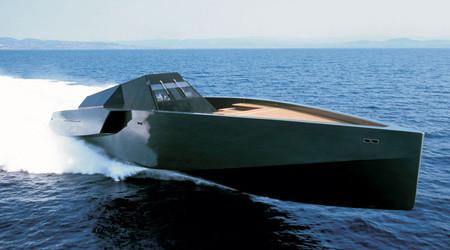 豪華で高速:スタイリッシュなヨット