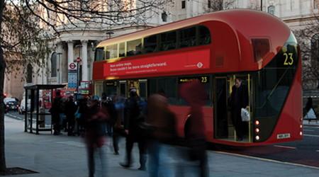 流れるデザインの新型ロンドンバス