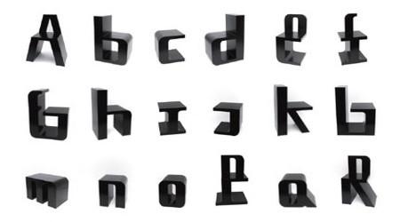 アルファベットの子供向けチェア