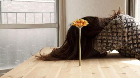 IKEAの家具で目に見えない不思議な花瓶をDIY