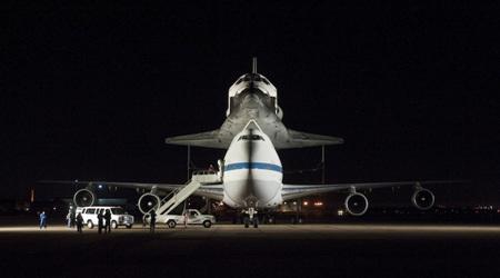 スペースシャトル『エンデバー』が飛行機で空中散歩