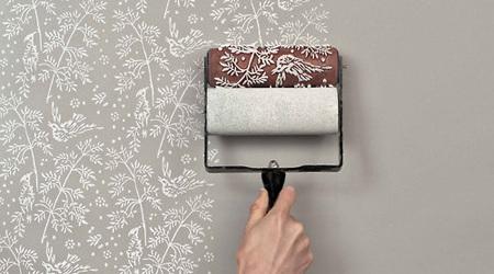 無機質な壁はローラーでカワイイパターンに塗装しよう