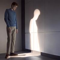 光と影が反転した不思議な世界