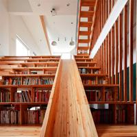 滑り台と図書館の家