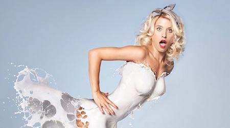 液体のドレスがセクシーなピンナップ