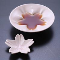 食卓を飾る桜の小皿:hiracle